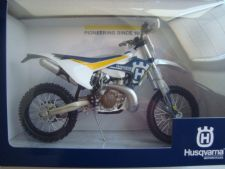 Husqvarna TE 300 2017 Scale Model 1:12 Toy Bike